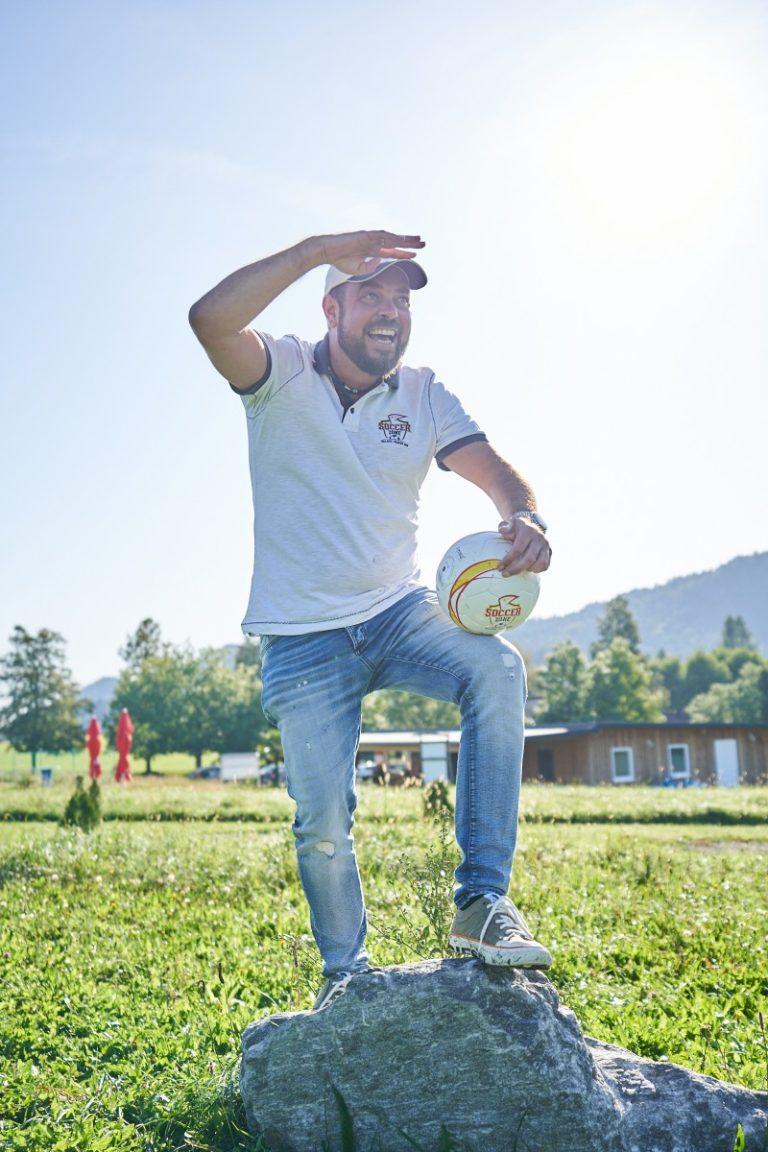 Coach Harry geniest die Aussicht