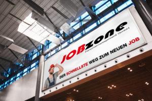 Ein Banner in einem Einkaufszentrum für die Jobzone Villach. Das Grafikdesign dafür wurde von nextlevelmedia.at erstellt