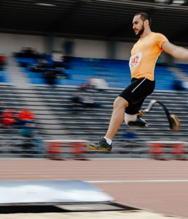 Ein beeinträchtigter Spitzensportler erbringt Höchstleistungen im Weitsprung